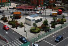 Jardinera y asientos para el espacio público ubicado sobre el aparcamiento subterráneo de José Laguillo. Sevilla